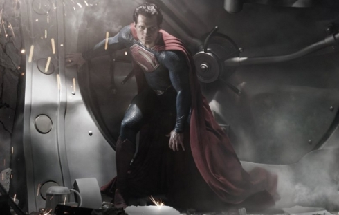 henry-cavill-in-superman-costume-first-photo-released